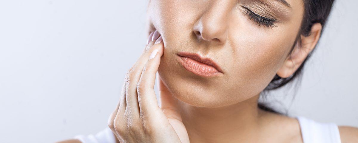 como curar el dolor en las encías